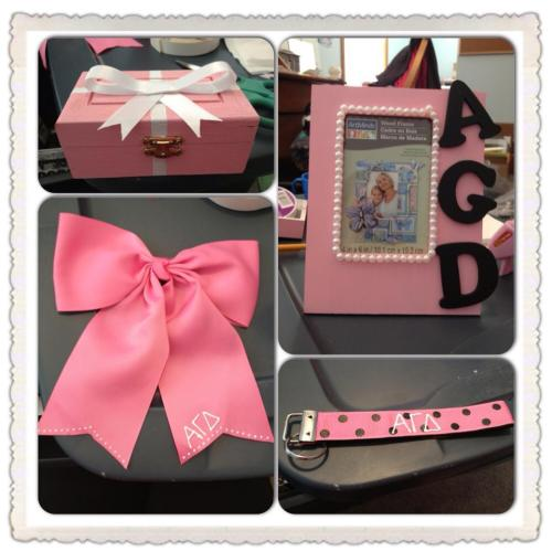 sororitycraft:  I took the opportunity to craft for my new little sis in the Fall since I am no longer at school to take a dot myself, but my mom was.