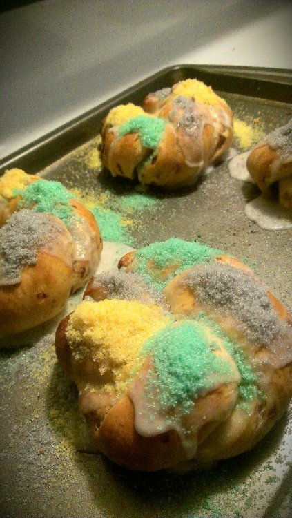 mouthfools:  Mini King Cakes View Post shared via WordPress.com  looks delicious
