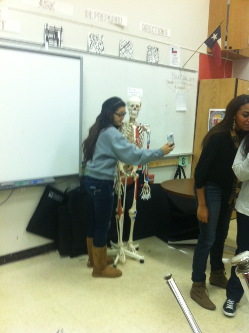 lolinepeta:  girls in my class taking selfies w skeletons