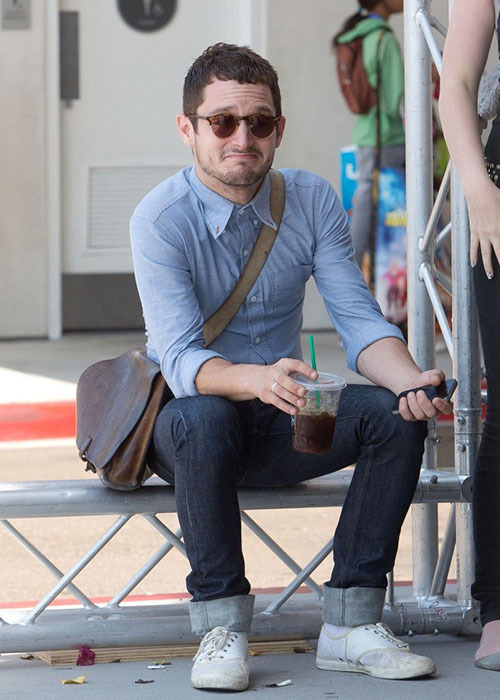 elijahwoodlooksatthings:  elijah wood looks at haters
