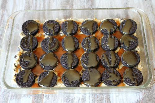 itsgabbyyall:  hazeleyed1:  thecakebar:  Oreo and Caramel Stuffed Chocolate Chip Cookie Bars Tutorial  OH MY GOD  jesus christ, stop. ugh now im craving oreos and some ice cream but im already in my room and am too tired and lazy to go buy some