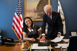 popculturebrain:  Veep Meets VP: Joe Biden and Julia Louis-Dreyfus Meet At Last | Lawrence Jackson/@VP via Hypervocal  Veep-ception.