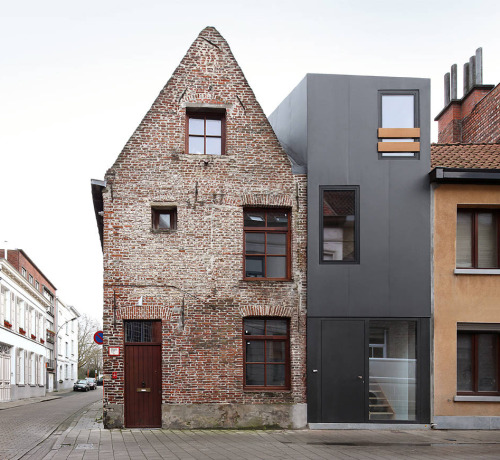 Dierendonck Blancke - Gelukstraat house, Ghent 2011. Via, photos (C) Filip Dujardin