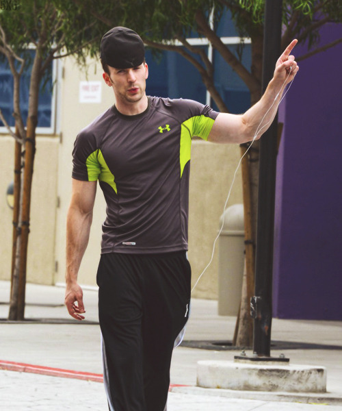 Chris Evans in Los Angeles, CA (05 may'13)  i freeking love this guy so much!!!!!!!