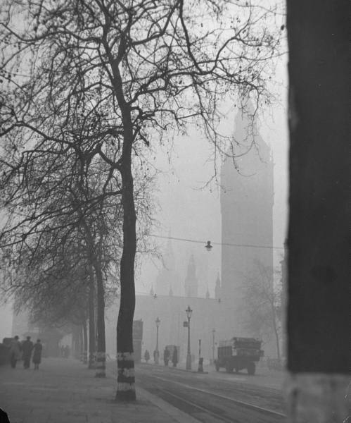 lostsplendor:  London in December, 1946 by Tony Linck (via LIFE)