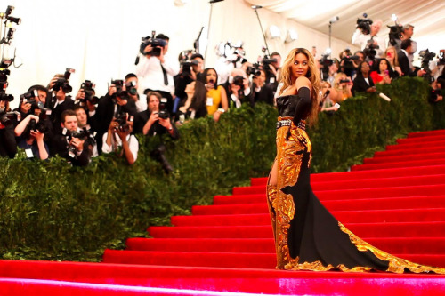michelekantra:  Met Gala red carpet photos, courtesy The Metropolitan Museum of Art. The Costume Institute Benefit Gala is, as always, New York's fashion party event of the year. The gala, held last evening, May 6, kicks off the opening of the 2013 fashion exhibition Punk: Chaos to Couture. Check out my own photos of the arrivals in a separate post here, for another perspective.