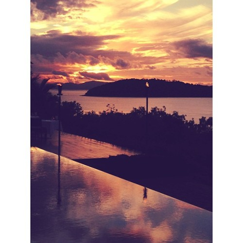 Getting all sunset-y here @qualia. Kinda stealing my heat. #return2paradise #hamiltonisland #hamiltonislandinstameet # (at qualia)