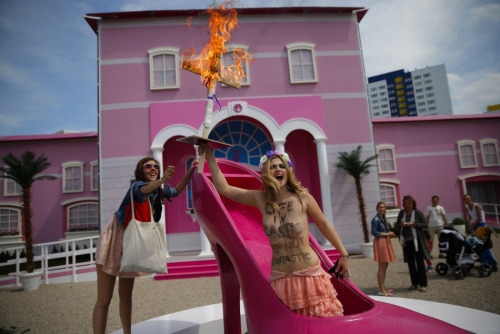 Occupy barbie dreamhouse