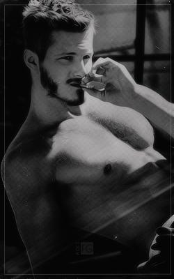 Alexander Ludwig Tumblr_peac2xyjGv1wh4aneo4_250