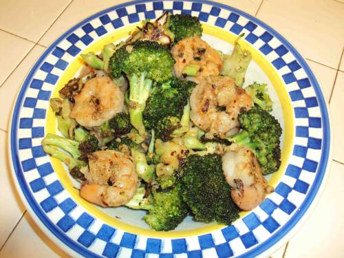 Shrimp and Broccoli in garlic, lemon juice, and olive oil.  Made in a case iron skillet to get that nice char I love so much.  With black pepper, onion powder, oregano, and crushed red pepper flakes.  All ingredients, all organic, all the time.