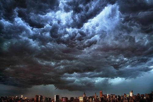 shineslikethetop:  storm brewing over new york city