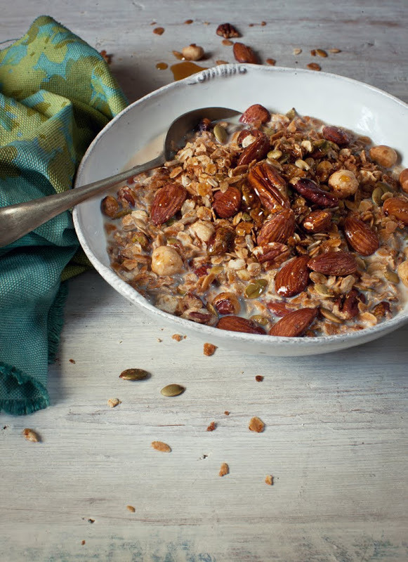 yummyinmytumbly:  Toasted Breakfast Muesli