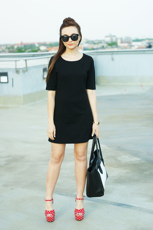 lookbookdotnu:  LITTLE BLACK DRESS (by Alice Cross)