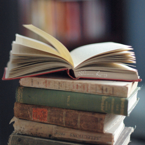 booksandtea:  open by Shawna Lemay on Flickr.
