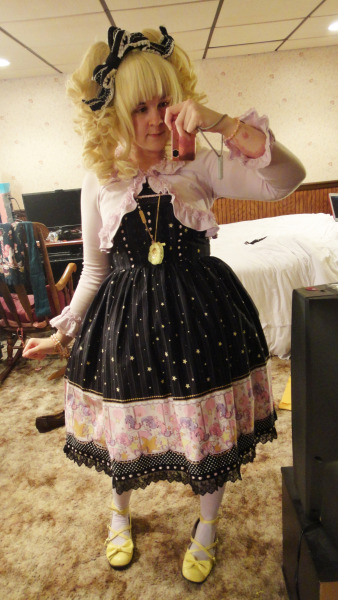 xminikui:  [4/22/2013] — Quick Coord time! The first thing I always do when I get a new dress is try to coordinate using things I have so I can figure out what I think I might need to coordinate it. I think this dress calls for some cute tights! I also love this dress because it's the tall size, so it's long! Also, the bodice fits me like a glove and despite the print, I look quite womanly in it. It's nice to actually look like I have boobs in lolita for once! JSK - Bodyline Headbow, Bolero, Socks - Angelic Pretty Shoes - An*Tai*Na Necklace - Metamorphose Accessories - Offbrand