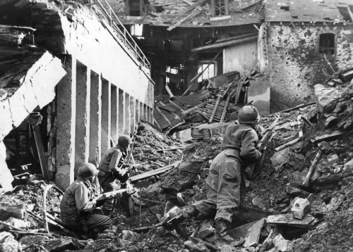 demons:  Men of the 4th Infantry Division in the ruins of Prüm, Feb 1945