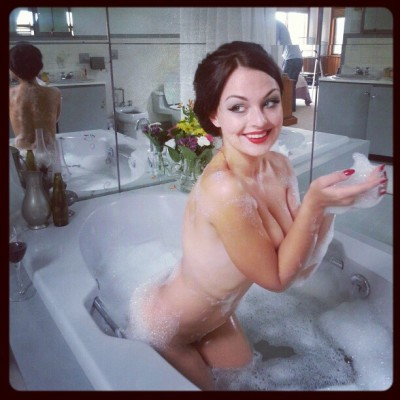 eternalsoulshine:  @nastusius is in rez at #cattailstudio #bubblebath #bubbles #pinup #modelinresidence
