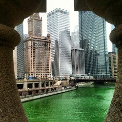 One of my #favorite #views of #Chicago. #green #greenriver #stpatricksday #latergram #skyline #instadaily #picoftheday #photography #city