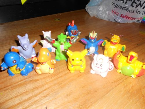 My 1st Pokemon toys back in 98 were bootlegs x3