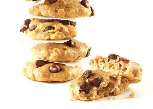 Perfect for a preworkout snack! These High-Protein Chocolate Chip Cookies contain six slimming ingredients—including cottage cheese, whey protein powder, oats, and whole wheat flour—that fight cravings and burn fat. Get the recipe. Per Serving (2 cookies): Calories: 99, Total Fats: 3 g, Saturated Fat: 1 g, Sugars: 5 g, Protein: 7 g
