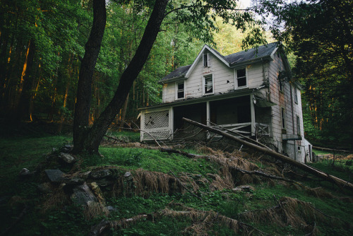 Abandoned Home by .monodrift on Flickr.