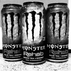 I just think this looks cool. #monster #energy #monsterenergy #energydrink #blackandwhite #black #white #rehab #tea #greentea #rojo #delicious #amazing #heartattackinacan  (at Kangaroo Express)