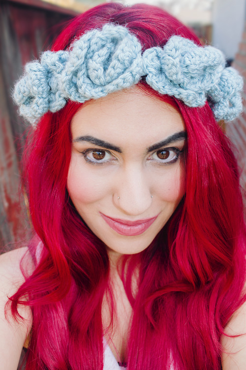 DIY Crocheted Multi Flower Headband Tutorial and Pattern from Candypow here. There is a PDF download in addition to the post with really detailed photos. If you like this pattern I'd download it soon - I've had to revise so many of my posts recently because PDFs have been taken down or are now being sold in Etsy stores or on Ravlery. First seen at Make here - it would be nice if they gave credit the same way :) For more headbands go here: truebluemeandyou.tumblr.com/tagged/headband For more crochet projects go here:truebluemeandyou.tumblr.com/tagged/crochet