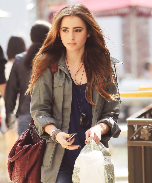 Lily Collins|At the Grove in LA (2011)