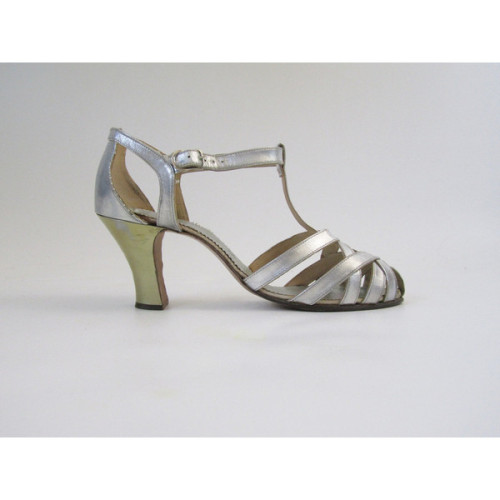 madaleines:  1920s 1930s Evening Shoes in Silver Gold Original Box Size 4.5 ❤ liked on Polyvore (see more evening shoes)