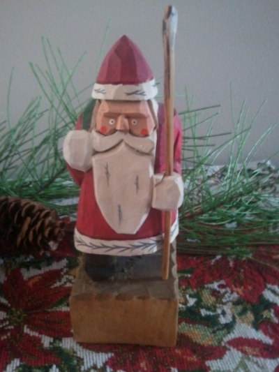 Of the santas my mom has, this is my favorite.  (I realize he has some funky eyes, but that doesn't bother me)