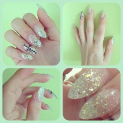 #nails #glitter #green #pastel #cross #pastelgoth #sparkling #stilettonails #sharp #bestoftheday #instagood #instagramers #follow #girl #girly @ginx79 😍💋