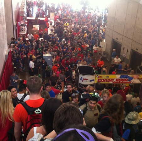 #DallasComicCon looks crazy ! I'll be in Dallas in 2 weeks for A-kon (source : http://instagram.com/p/ZegKNIRzrb/ )