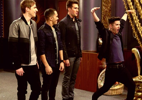 im-a-little-rusher:  Logan isnt normal