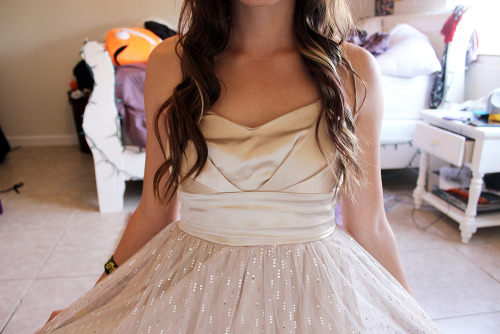 brbcuddlinq:  tbh-awkward:  MARINA YOU AND YOUR DRESS ARE PERFECT ASDFKLSJD  Sobbing bc Marina is so perfect. x