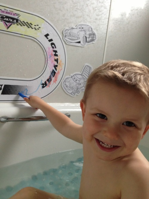 Colouring in the bath 🚗