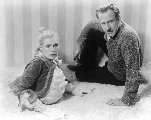 fuckyeahdirectors:  Tod Browning with Olga Baclanova on the set of Freaks  One of us?