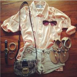 sennafierce:  Street Style. ♥ | via Facebook on We Heart It - http://weheartit.com/entry/57013102/via/SennaFierce