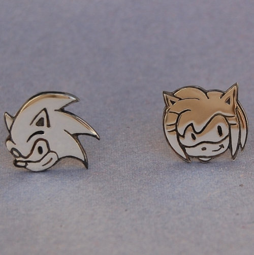 (via Sterling silver Sonic the Hedgehog and Amy Rose by beaujangles)