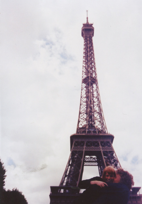 hellanne:  eiffel kiss (by Oliver Baldwin)