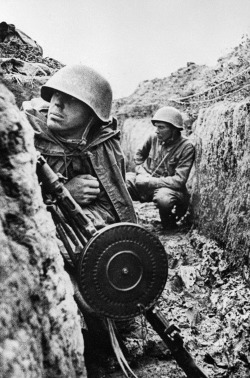Soldiers sit in trenches on the Leningrad Front. September 1, 1941. Vsevolod Tarasevich