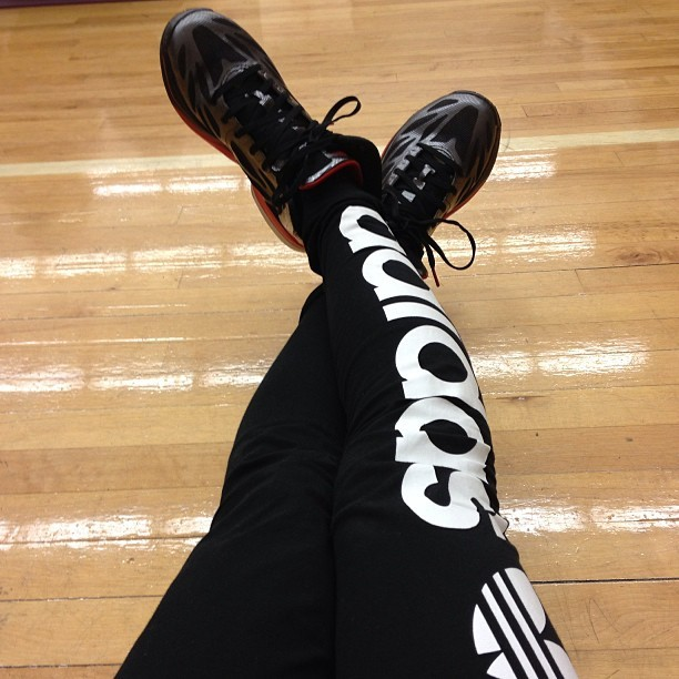 Adidas 😍 #leggings #adidas #logo #crazylight #crazylights2 #sneakers #basketball #basketballshoes #gymfloors #blackandred #blackandwhite #nofilter #sports #sportswear #originaladidas