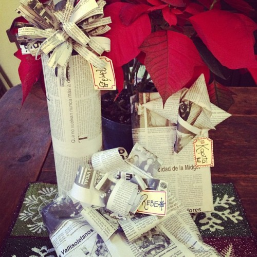 Listos los regalos #christmas #wrapping #newspaper #present #family