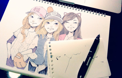 A really really quick random sketch in which TaeNySic are on the same baseball team where Sica is the legendary pitcher, Taeyeon is the midget ace batter and Tiffany is the high maintenance team manager.  PS. Sica probably threatened to disfigure Taeyeon's face with her scary pitches if Taeyeon didn't link arms with her