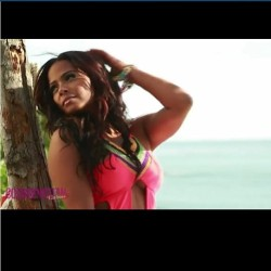 Check out some behind the scenes action from my beach photo shoot for @CosmoForLatinas at CosmoforLatinas.com #christinamilian #bikini #havananights
