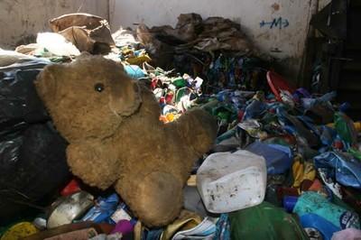 Na Lixeira  Até o amor acaba no lixo.
