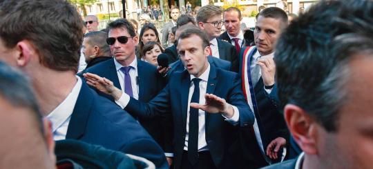 """Résultat de recherche d'images pour """"macron chahuté a st dié"""""""