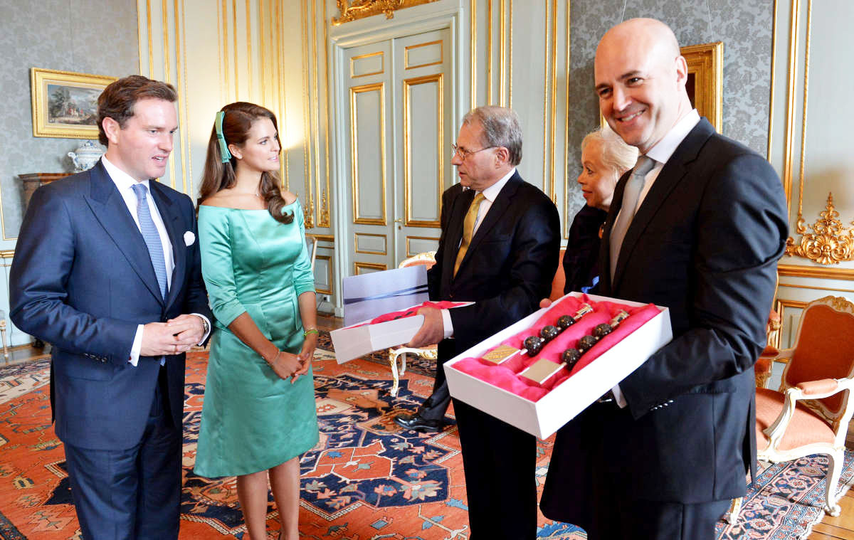 royalwatcher:  The couple recieved gifts from Swedish Prime Minister Fredrik Reinfeldt and Speaker Per Westerberg