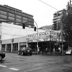 We've already been to Powell books twice! It's huge and amazing and inspiring. It occupy's a city block and is several stories high. Great prices, no tax (Oregon = no tax), and just a ridiculous abundance of books and games and book paraphernalia. Love.