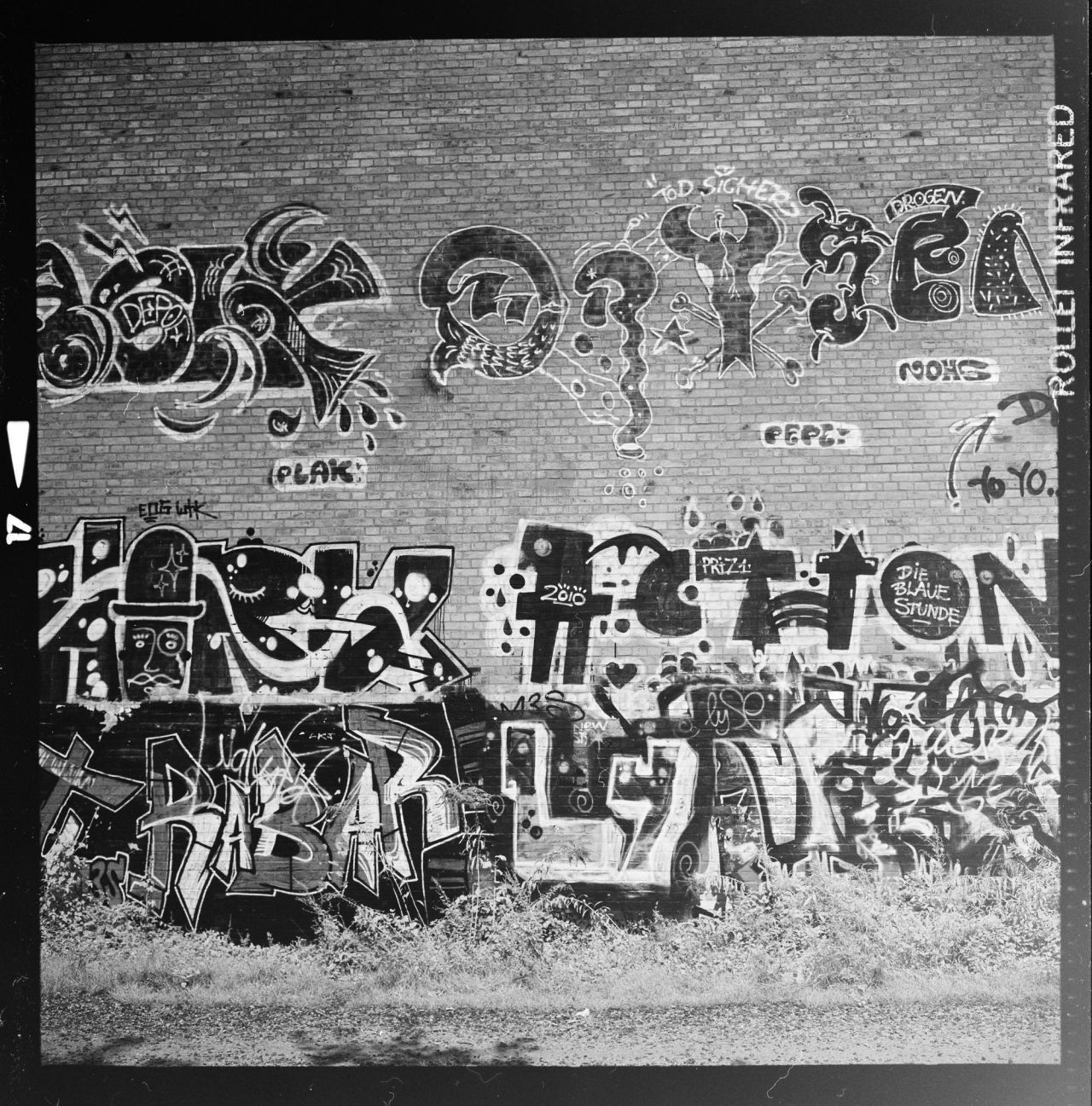 graffiti, berlin - last week rolleiflex f