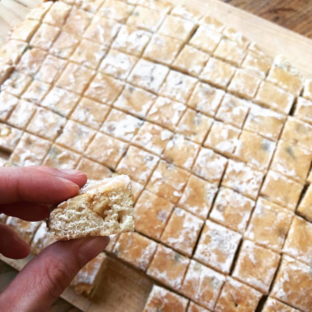 Bredele : pain d'épices Bàsler lackerle #bredele #paindepices #biscuits #patisserie #patisseriemaison #alsace #cuisine #food #homemade #faitmaison Nhésitez pas à nous demander la recette, nous la publierons dans notre bloghttps://ift.tt/1q7mxub https://instagr.am/p/CIStPQxBg6Y/ #cuisine#food#homemade#cooking#eating#french#foodpic#sweet#dinner#foodie#eat#hungry#foods